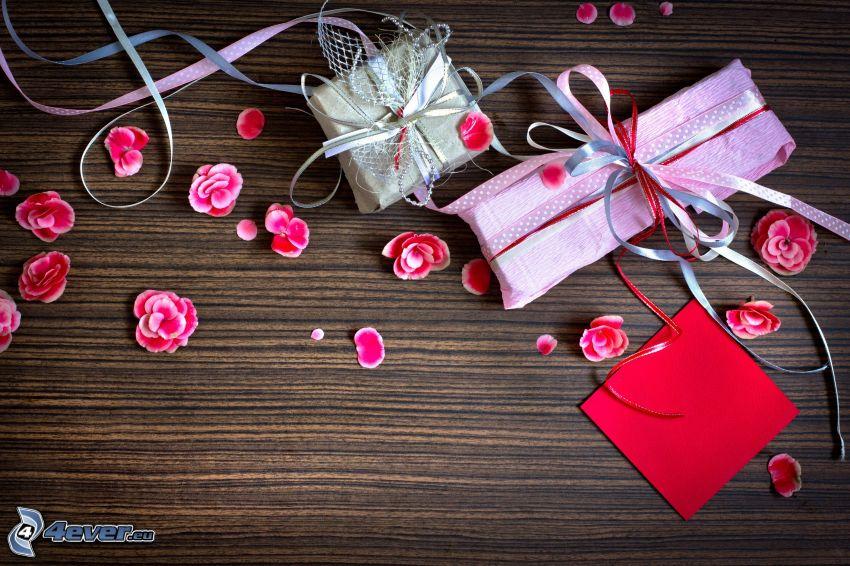gåvor, rosa blommor