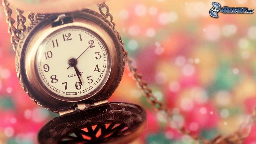 historisk klocka, hängsmycke, färgade ringar