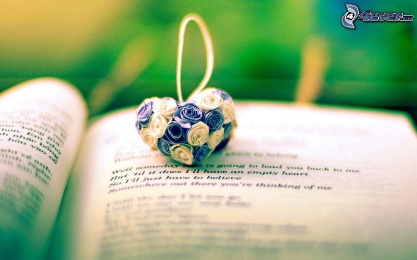 hjärta, hängsmycke, bok, blommor