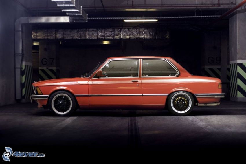 BMW E21, garage