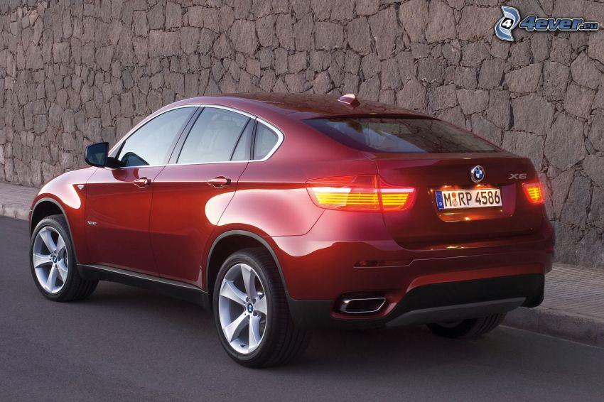 BMW X6, vägg