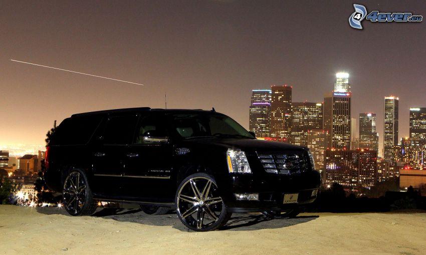 Cadillac Escalade, skyskrapor, kväll