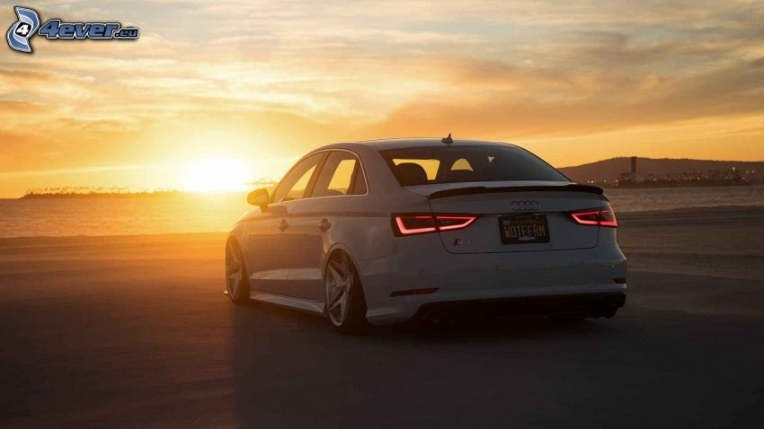 Audi S3, solnedgång över havet