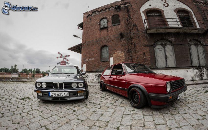 BMW E30, Volkswagen Golf, veteraner, gammal byggnad, beläggning