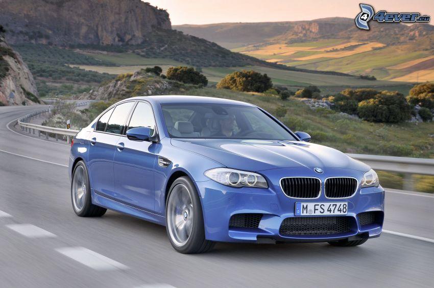 BMW M5, fält