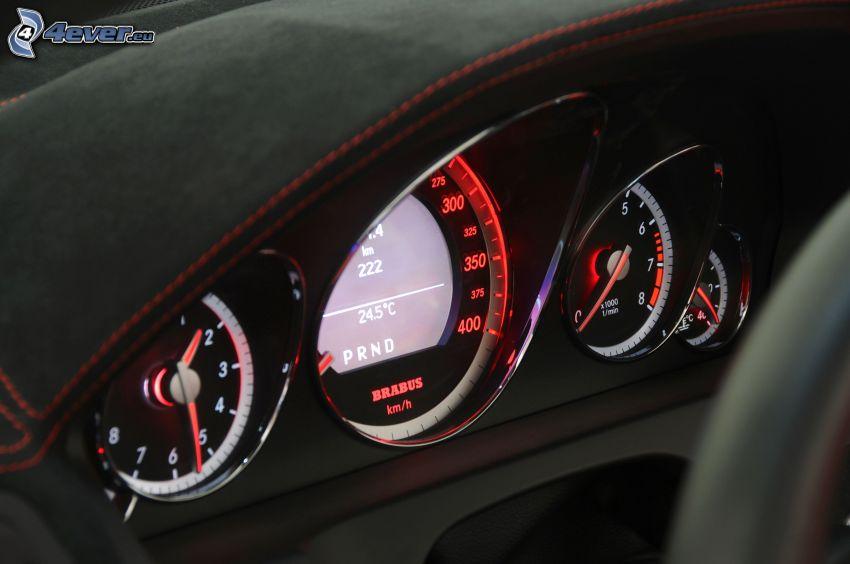 Cabriolet Brabus 800, instrumentbräda