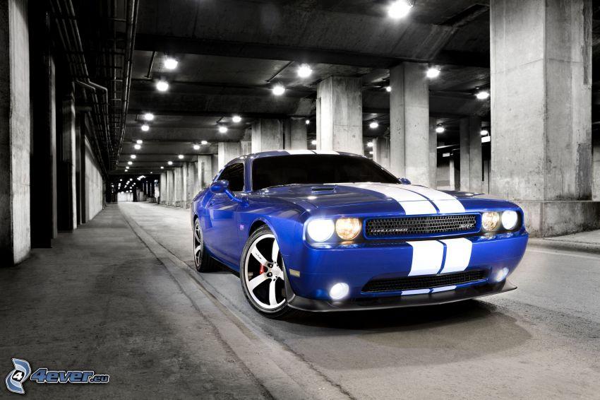 Dodge Challenger SRT, garage