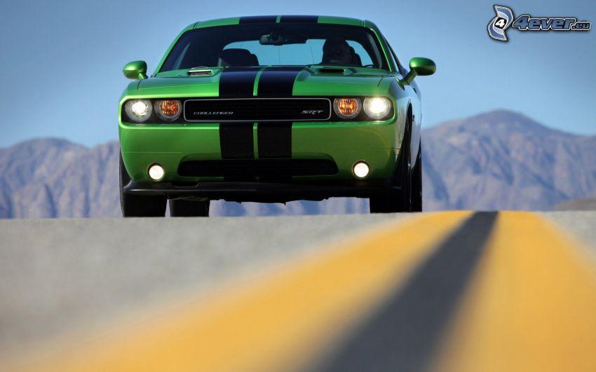 Dodge Challenger SRT, väg