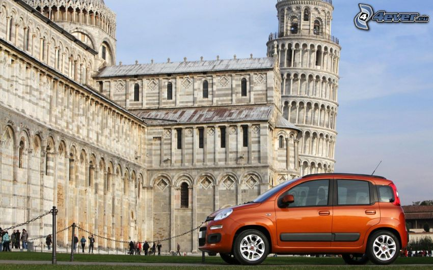 Fiat Panda, Lutande tornet i Pisa, Italien