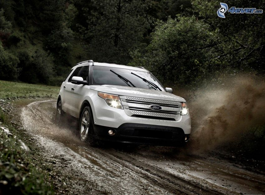 Ford Explorer, skogsväg, lera