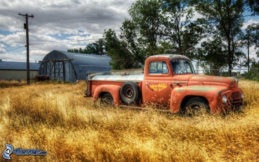 gammal bil, bondgård