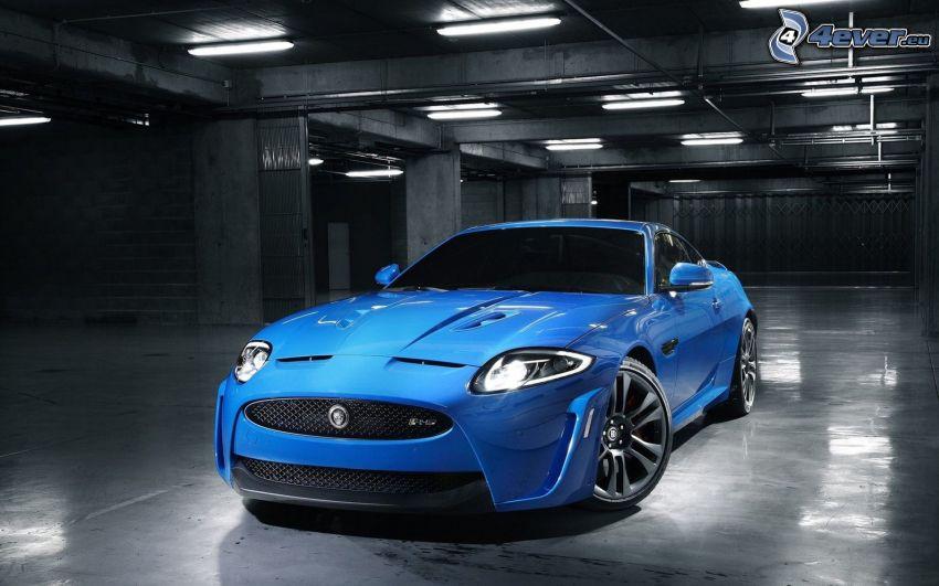 Jaguar XKR, garage