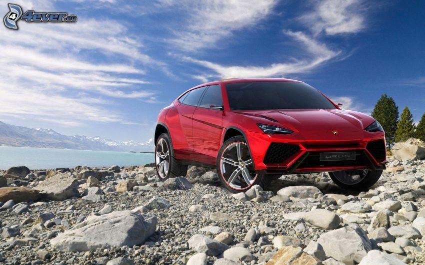 Lamborghini Urus, stenig strand