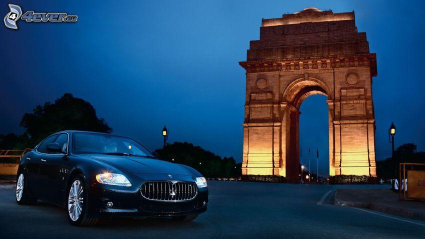 Maserati Quattroporte, gränd, natt, belysning
