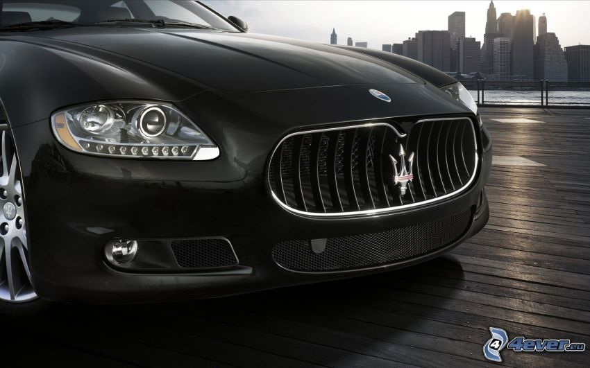 Maserati Quattroporte Sport GT S, frontgaller, skyskrapor