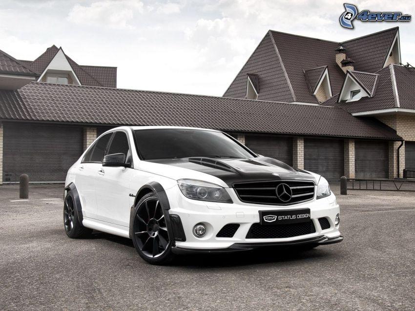 Mercedes-Benz C63 AMG, lyxigt hus