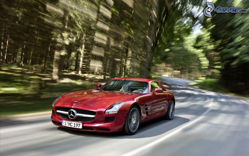 Mercedes-Benz SLS AMG, skogsväg, fart