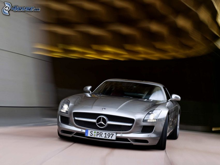 Mercedes-Benz SLS AMG, tunnel