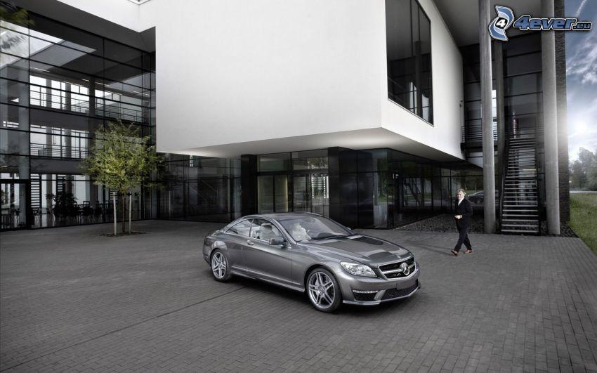 Mercedes CLS 63 AMG, byggnad, beläggning