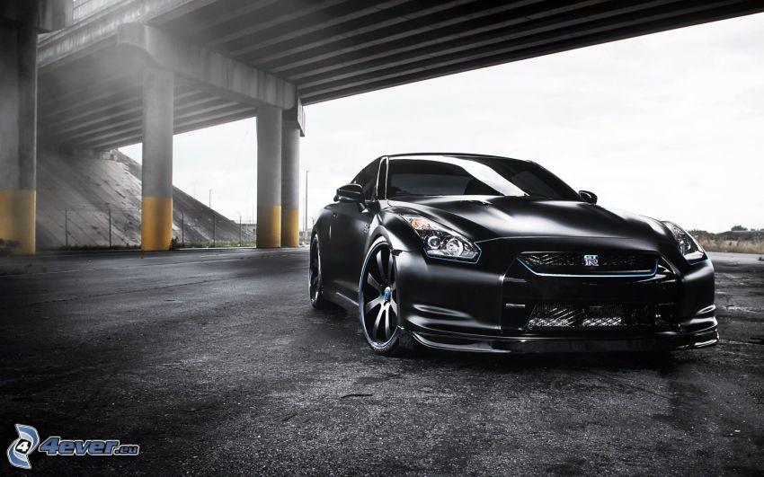 Nissan GT-R, under bro