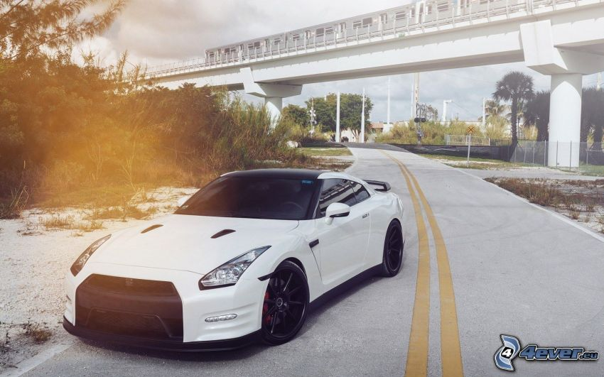 Nissan GT-R, väg, under bro