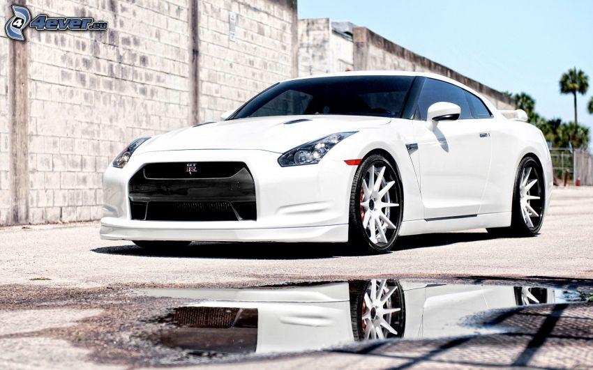Nissan GT-R, vattenpöl