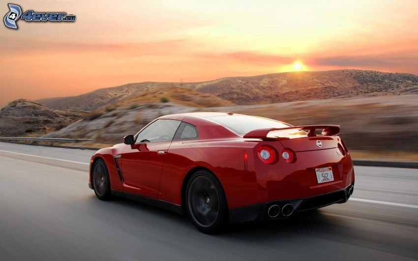 Nissan GTR-R35, solnedgång, bergskedja