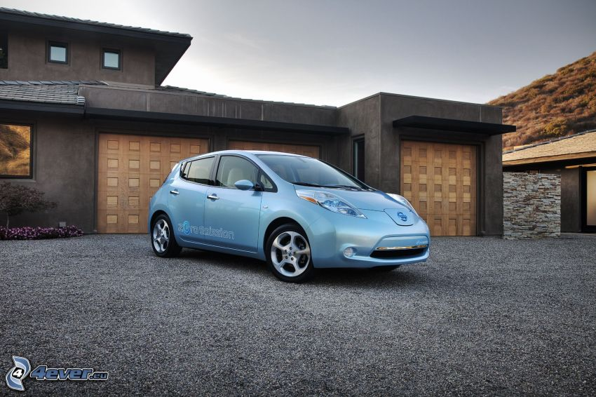 Nissan Leaf, garage