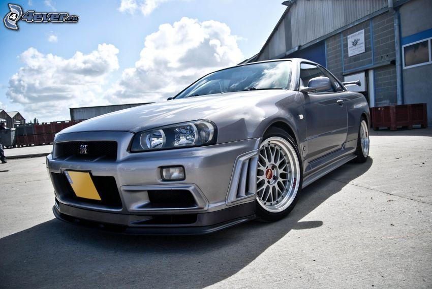 Nissan Skyline GT-R R34, garage