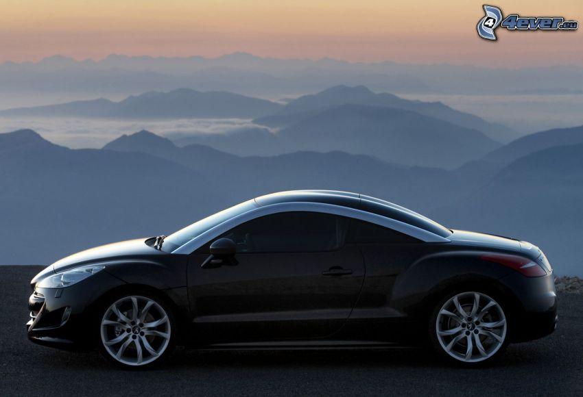 Peugeot RCZ, ovanför molnen, berg