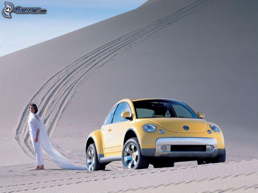 Volkswagen Beetle, kvinna, öken, fotspår i sanden