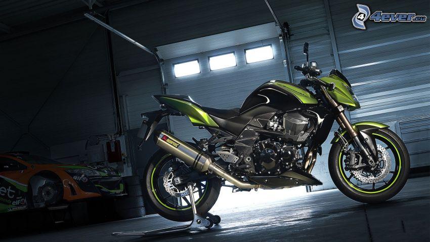 Kawasaki Z750R, garage