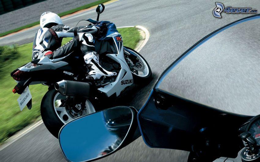 Suzuki GSX 600, motorcykelförare, backspegel, racerbana