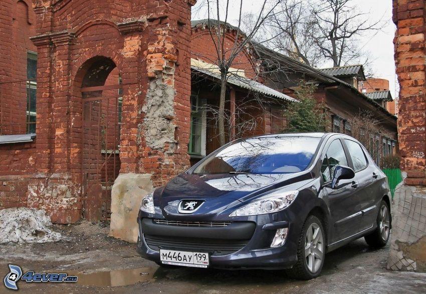 Peugeot 308RCZ, gammal byggnad