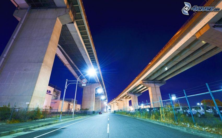 väg, under bro, gatlyktor, kväll