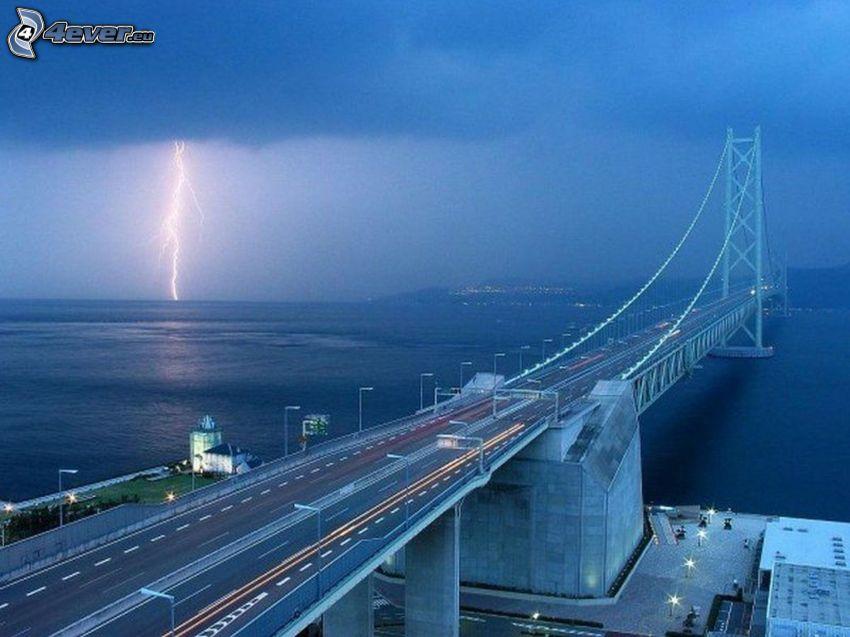 Akashi Kaikyo Bridge, blixt, dimma, kväll