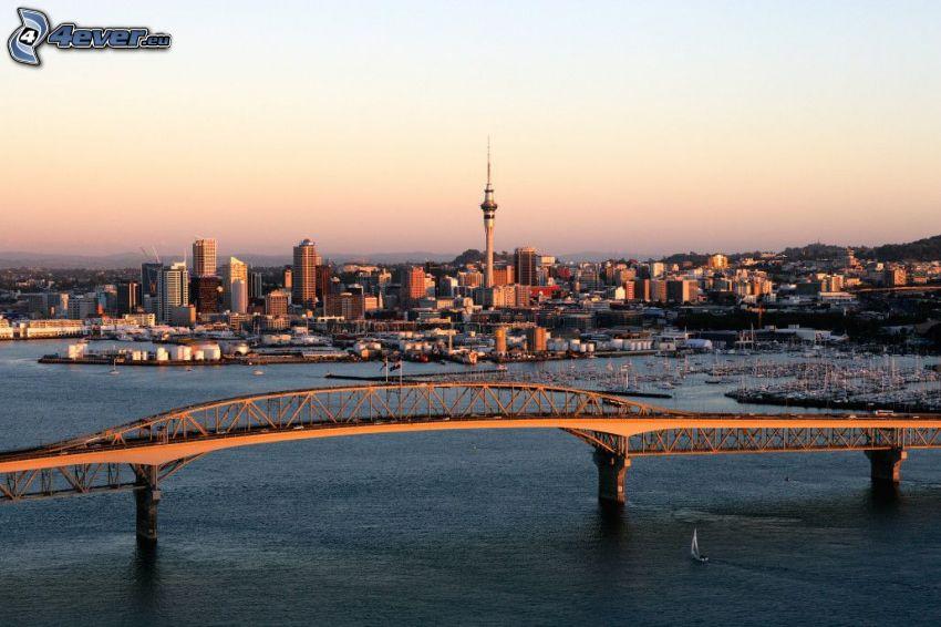 Auckland Harbour Bridge, kvällsstad