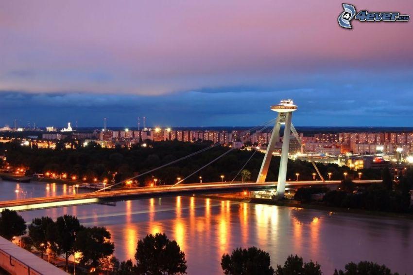 Bratislava, Nový Most, Donau, kväll