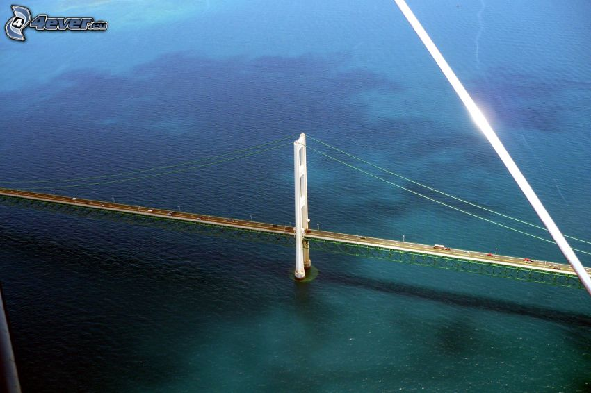 Mackinac Bridge, hav