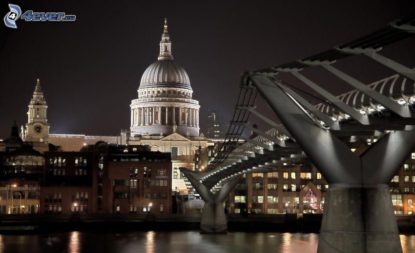 Millenium Bridge, modern bro, katedral, London, Storbritannien, natt, belysning