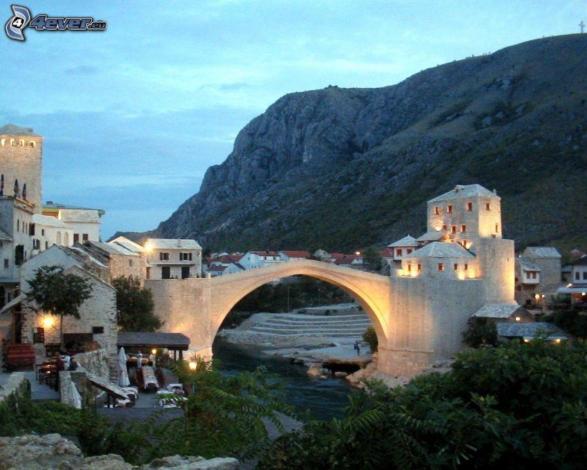 Stari Most, kvällsstad, Neretva, Mostar, kulle