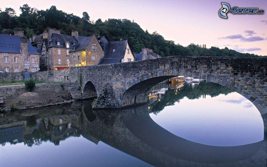 stenbro, flod, hus, lugn vattenyta, spegling