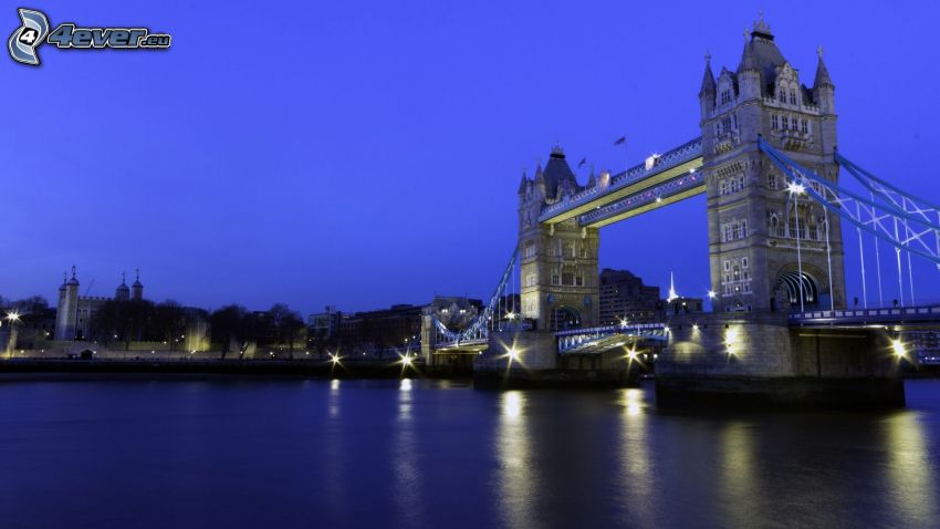 Tower Bridge, London, England, Thames, kväll