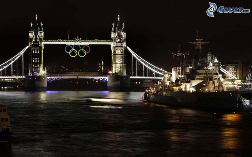 Tower Bridge, London, Thames, olympiska ringarna, natt, båt