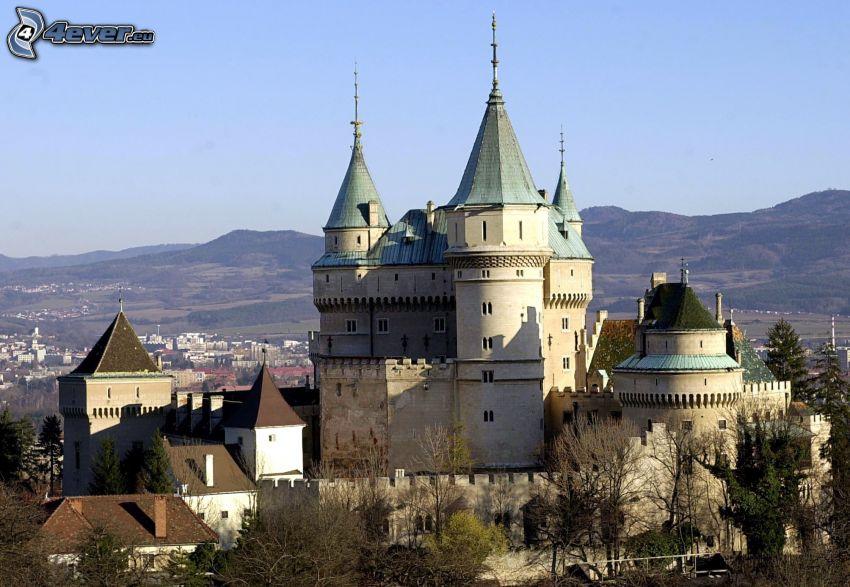 Bojnice slott, bergskedja