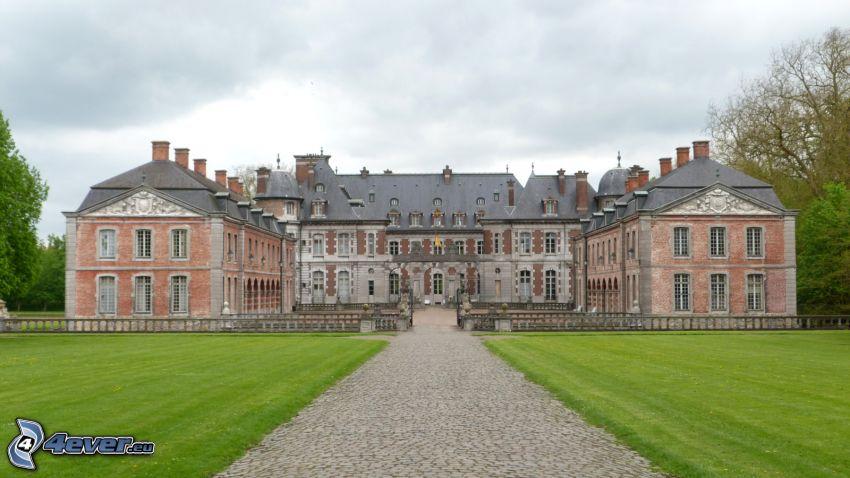 Château de Belœil, gräsmatta, trottoar