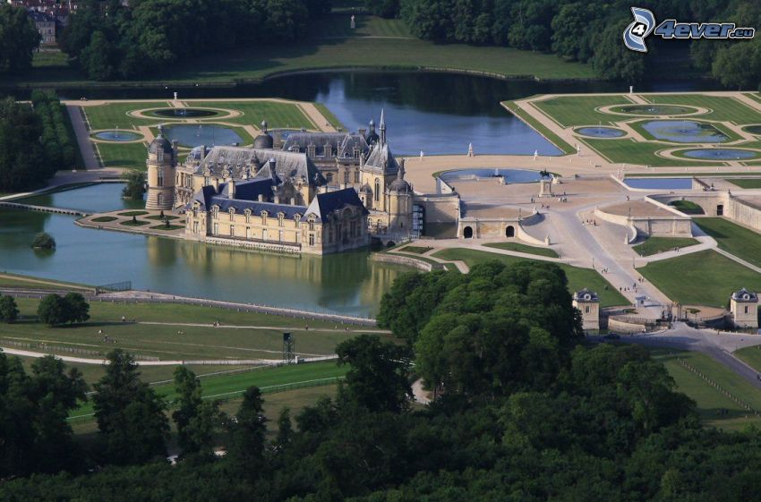 Château de Chantilly, trädgård, sjöar, park, skog
