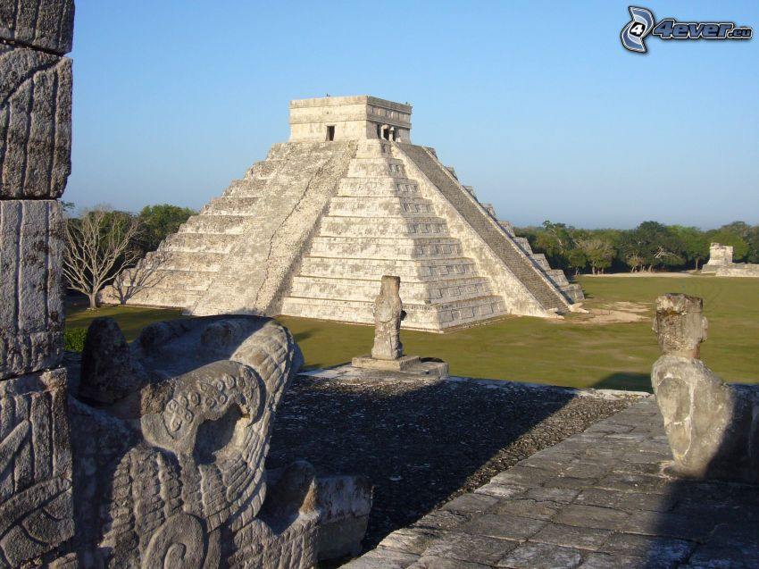 Chichen Itza, skulpturer