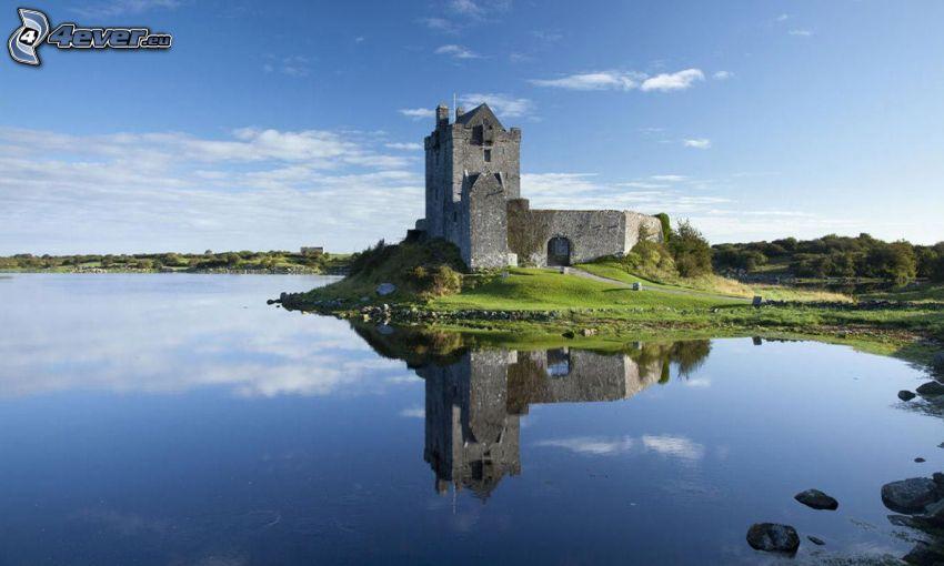 Dunguaire Castle, sjö, spegling