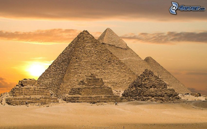 Egyptiska pyramiderna vid solnedgång, pyramiderna i Giza